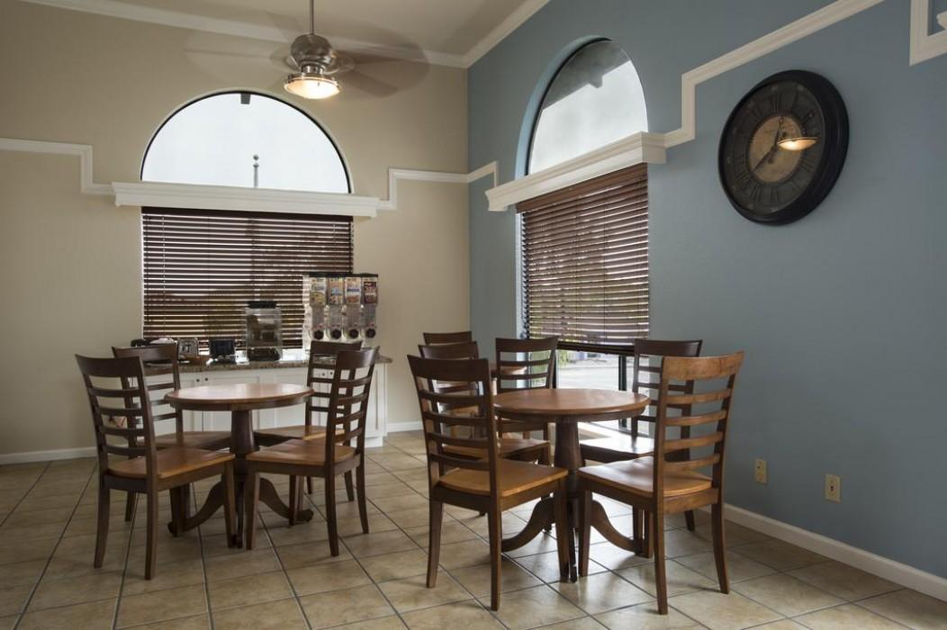 Mission Inn & Suites - Breakfast room