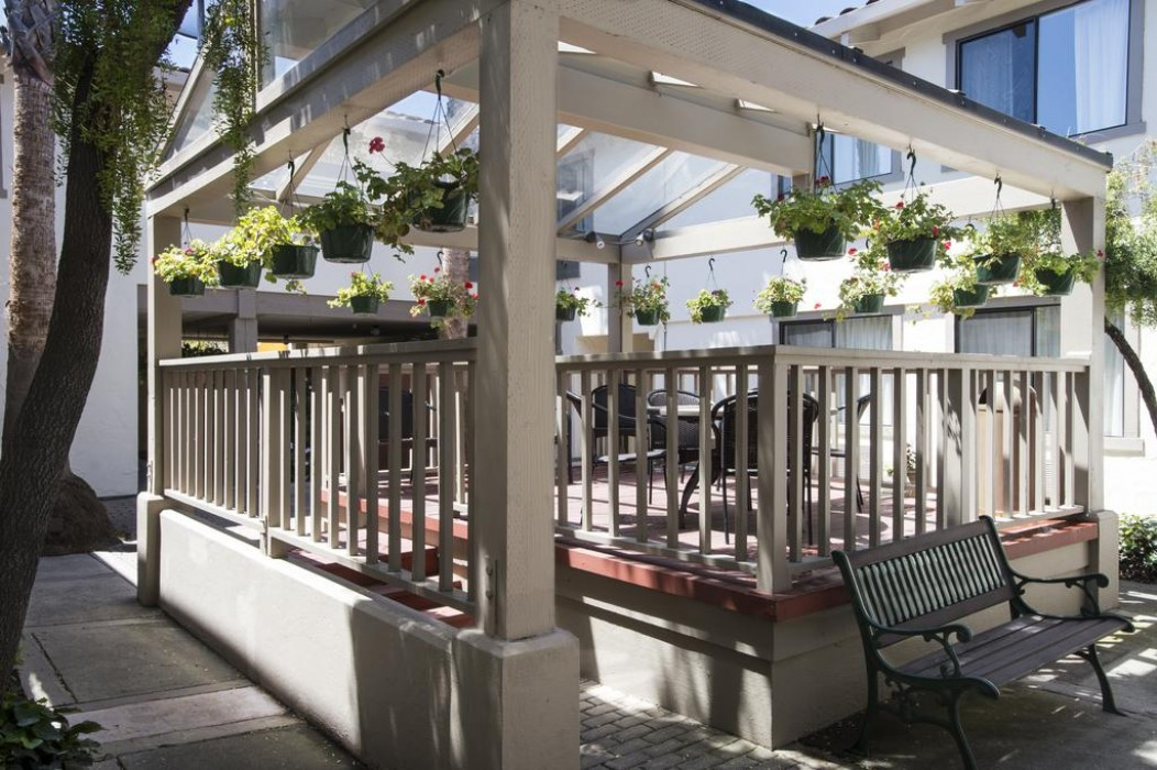 Mission Inn & Suites - Courtyard