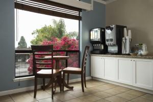 Mission Inn & Suites - Breakfast bar