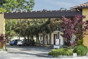 Mission Inn & Suites - Hotel entrance