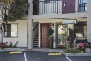 Mission Inn & Suites - Office Entrance