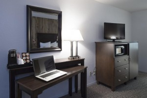 Mission Inn & Suites - Guestroom with desk and Flatscreen TV
